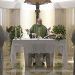 O Papa: a mornidão espiritual transforma a nossa vida num cemitério