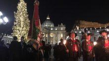 Natal no Vaticano: árvore e presépio de madeira recuperada