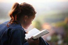 Setembro: mês da Bíblia.  Leia-a!